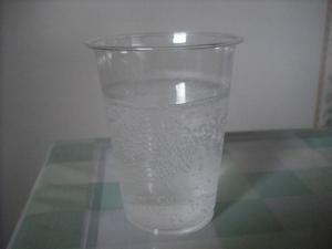 天然水サイダーの色(2011/08現在)