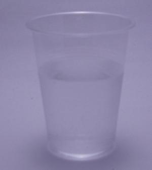 桃の天然水スパークリングの色(2011/11現在)